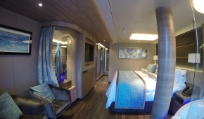 H8  Deluxe Spa Suite 16100